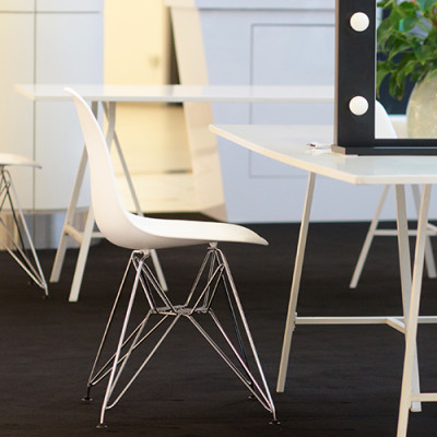 Krzesla DSR biale wynajem mebli wypozyczalnia mebli Magnetic Group Trojmiasto Sopot Gdynia Gdansk Bydgoszcz Torun Ostroda