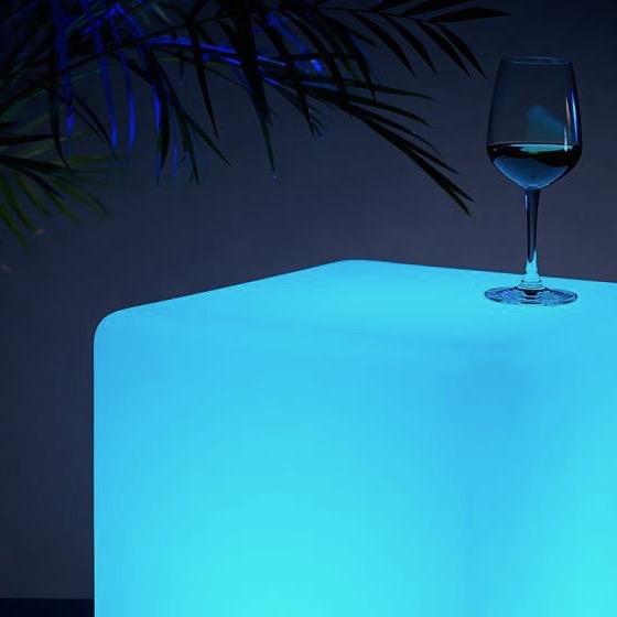 Kubiki pufy stoliki kawowe lampy led Vesper wynajem mebli wypozyczalnia mebli magnetic group sopot gdynia gdansk trojmiasto warszawa poznan olsztyn bydgoszcz toun