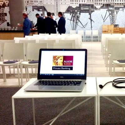Stoliki kawowe biale Astro krzesla biale konferencja slub wesele event wynajem mebli wypozyczalnia mebli magnetic group sopot gdynia gdansk trojmiasto olsztyn torun bydgoszcz ostroda plock koszalin 2