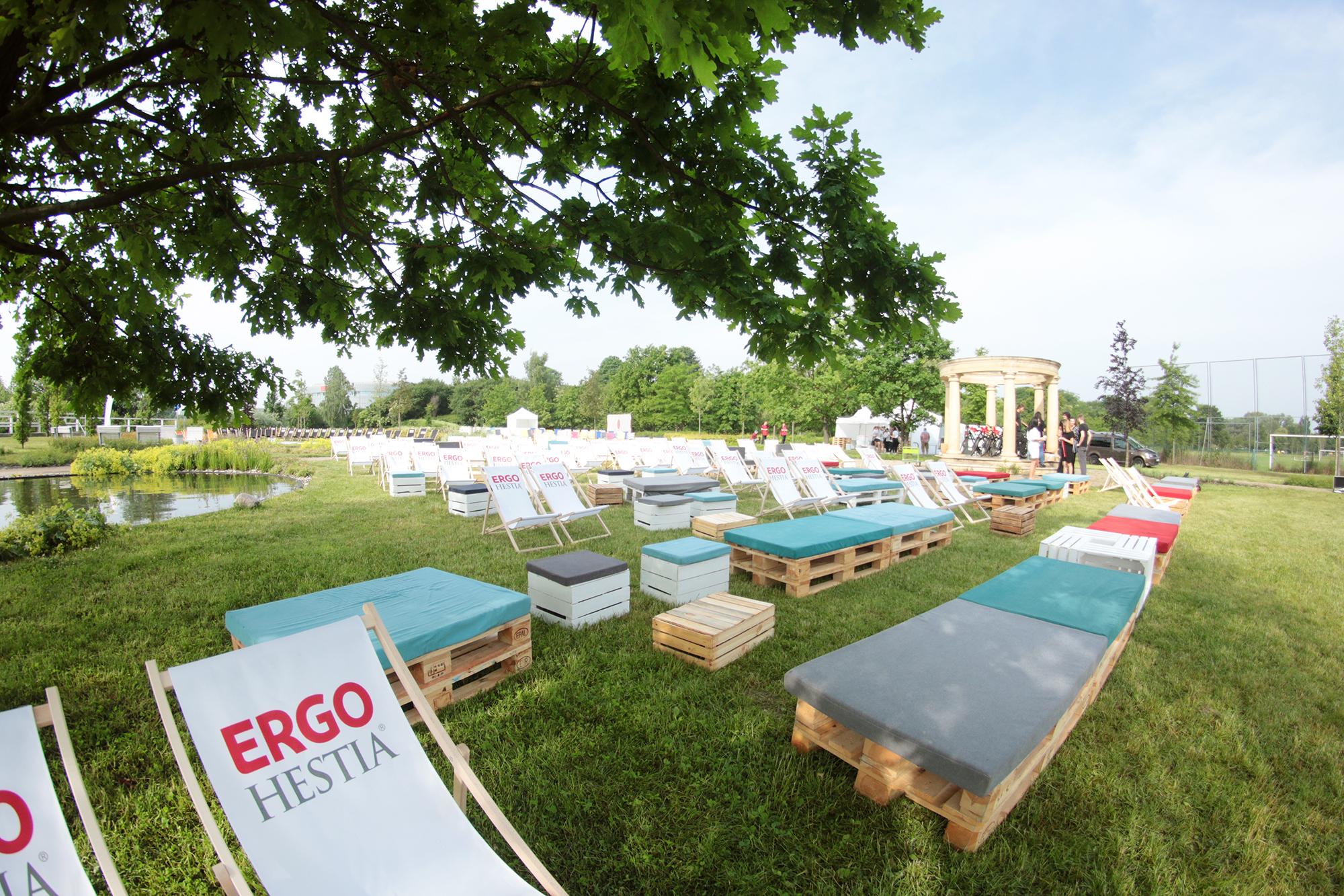 Siedziska Manolo z palet pufy sego eko stoliki lezaki Wynajem Mebli Magnetic Group Trojmiasto Gdynia Gdansk Sopot