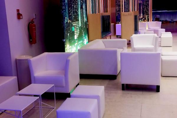 Fotele Miles Stoliki Astro Pufy Cubo Sofa Wynajem Mebli Gdynia Gdansk Sopot Trojmiasto Wypozyczalnia Mebli Magnetic Group2