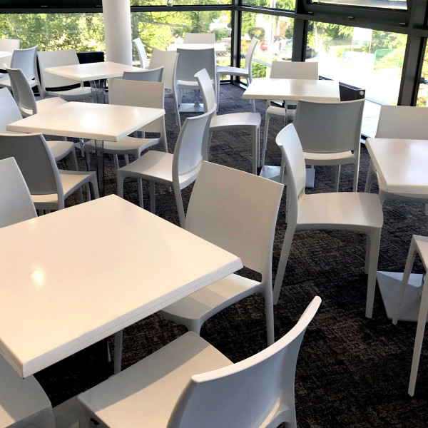 Stoly-Degas-Krzesla-Rio-Magnetic-Group-WYnajem-Mebli-Wypozyczalnia-Mebl
