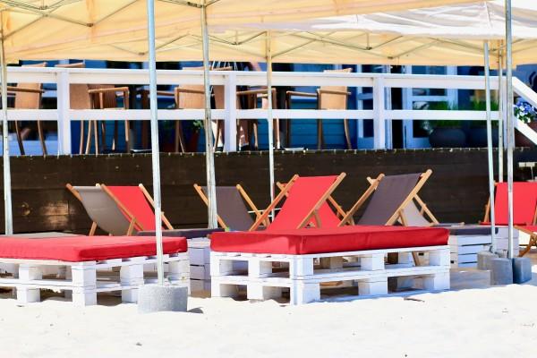 Namioty Bolt 6mx3m-lezaki Sol-siedziska Manolo-pufy Sego Bar-recepcja-Barrio-wynajem mebli-magnetic--group-wypozyczalnia mebli gdynia sopot gdansk trojmiasto 3