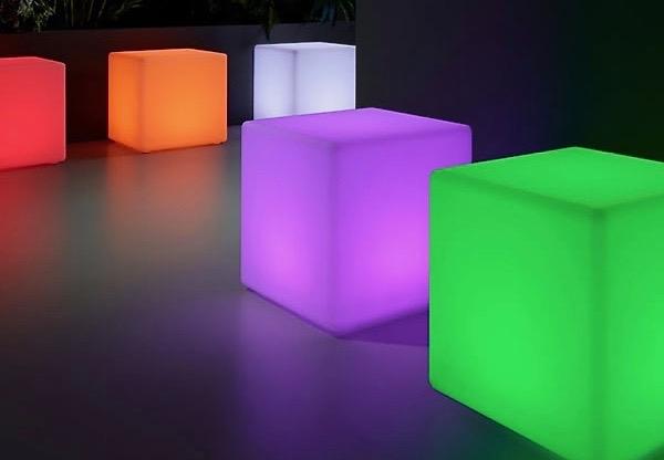 Kubiki pufy stoliki kawowe lampy led Vesper wynajem mebli wypozyczalnia mebli magnetic group sopot gdynia gdansk trojmiasto warszawa poznan olsztyn bydgoszcz toun 4