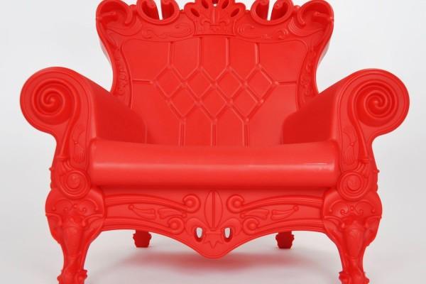 Fotel Queen of Love czerwony fotele na wesele dla młodej pary dla mikołaja designerskie wynajem mebli wypozyczalnia mebli magnetic group trojmiasto gdynia gdansk