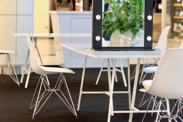 Krzesla DSR biale Wynajem Mebli Magnetic Group Trojmiasto Gdynia Gdansk Sopot 4
