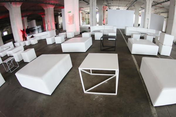 Stoliki kawowe Omega S biale czarne pufy Cubo XL Pufy Cubo Sofy Tetris Wypozyczalnia Mebli Magnetic Group Trojmiasto Gdynia Gdansk Sopot WYnajem Mebli