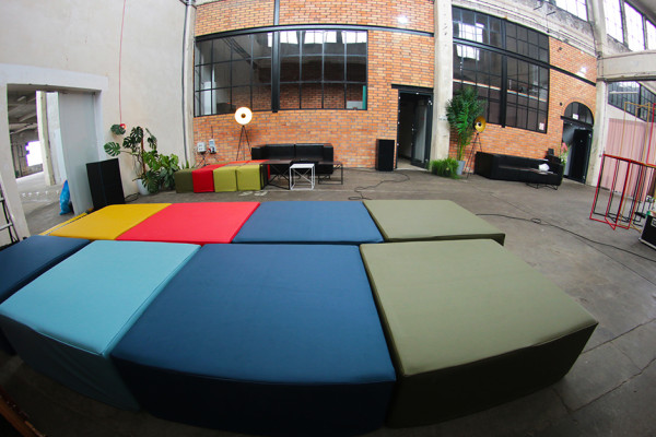 Pufy Cubo XL kolor Pufy CUbo Kolor lampy Oko Sofy Tetris Stoly Herbie Palmy Areca 245 cm Wynajem Mebli Magnetic Group Trojmiasto Gdynia Gdansk Sopot